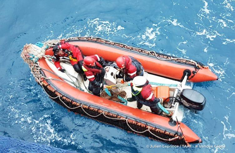 voile, tour du monde, ambiances, large, offshore, race, course, photographes skippers, water, incident, voie d'eau, secours, rescue, rib
